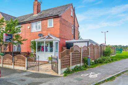 3 Bedrooms End Of Terrace House for sale in Hollycroft Avenue, Bolton, Greater Manchester, BL2