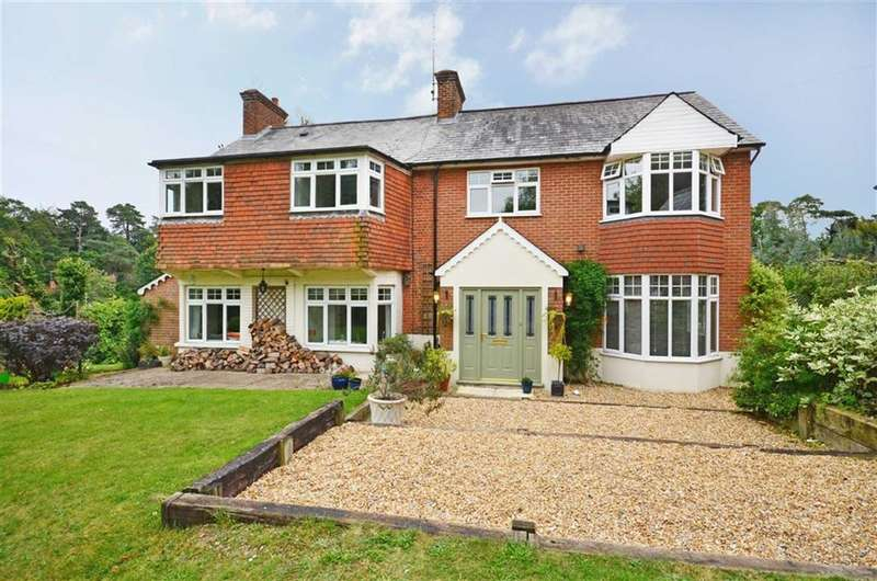 5 Bedrooms Property for sale in Sandrock Hill Road, Boundstone, Farnham
