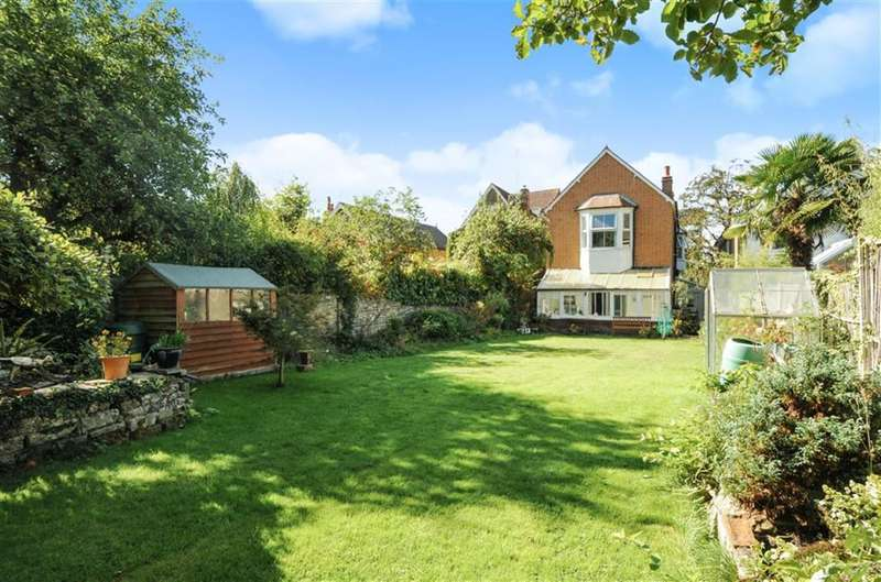 5 Bedrooms Property for sale in Upper Park Road, Kingston Upon Thames