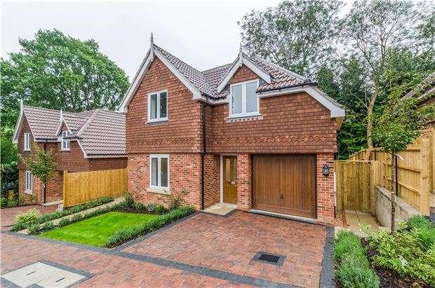 2 Bedrooms Detached House for sale in Cedar View Close, Keston Avenue, COULSDON, Surrey, CR5 1HN