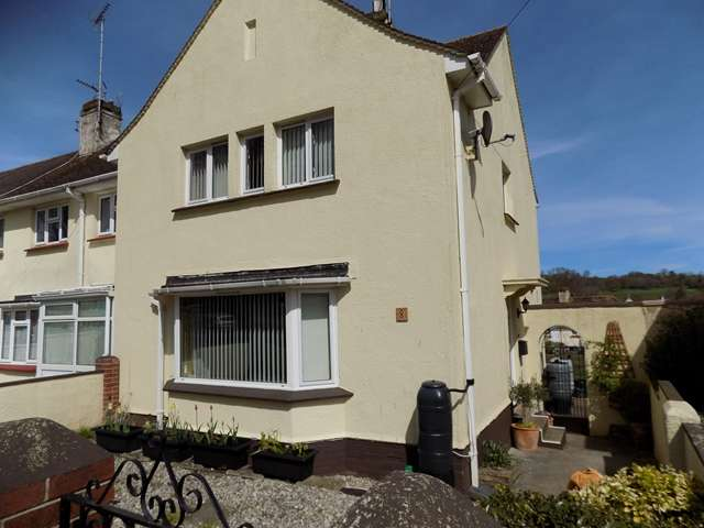 3 Bedrooms Semi Detached House for sale in Garth Road, Torquay, TQ2 8HA
