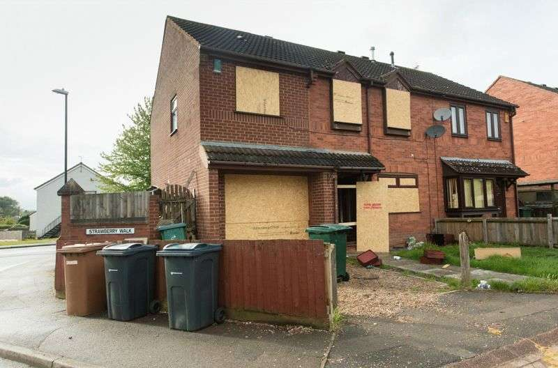 4 Bedrooms Semi Detached House for sale in Strawberry Walk, Coventry