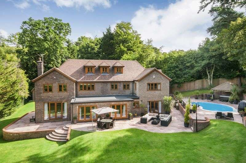 5 Bedrooms Detached House for sale in Chilworth