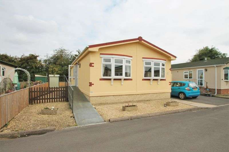 2 Bedrooms Detached Bungalow for sale in Wildwood Park, Cirencester, Gloucestershire