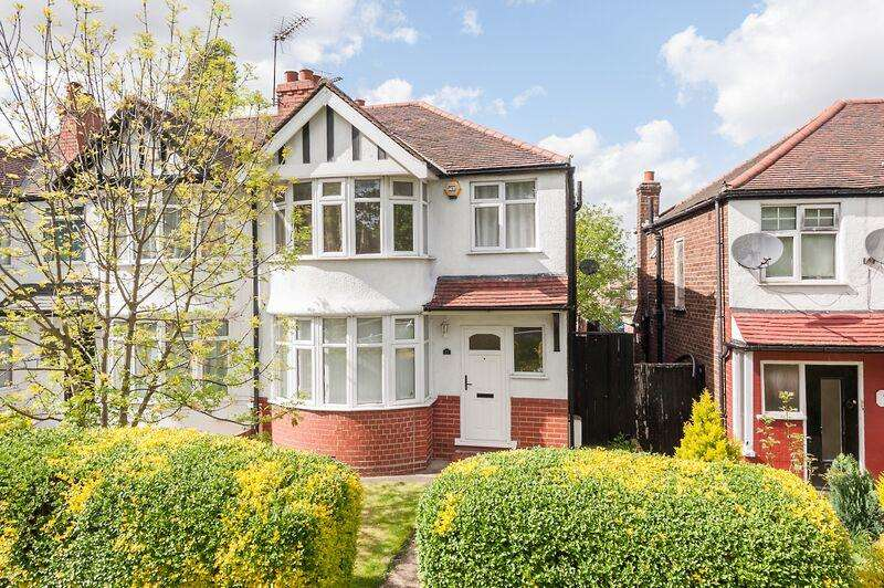 3 Bedrooms House for sale in Twyford Abbey Road, London, NW10