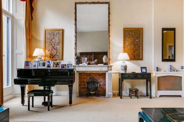 2 Bedrooms Flat for sale in Ennismore Gardens, London, SW7