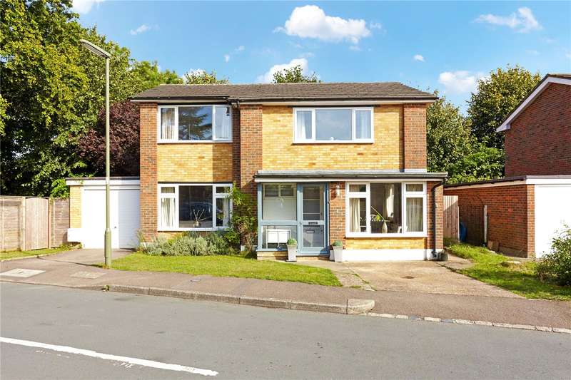 4 Bedrooms Detached House for sale in Taunton Avenue, Caterham, Surrey, CR3