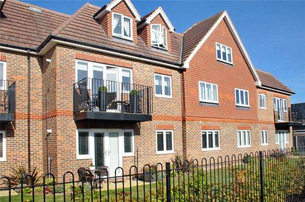 2 Bedrooms Apartment Flat for sale in Willow Court, 52-58 Woodlands Avenue, Rustington, West Sussex, BN16