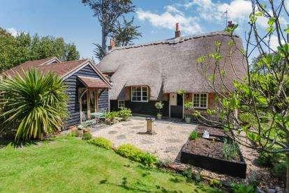 3 Bedrooms Detached House for sale in Freshwater, Isle Of Wight, Hants