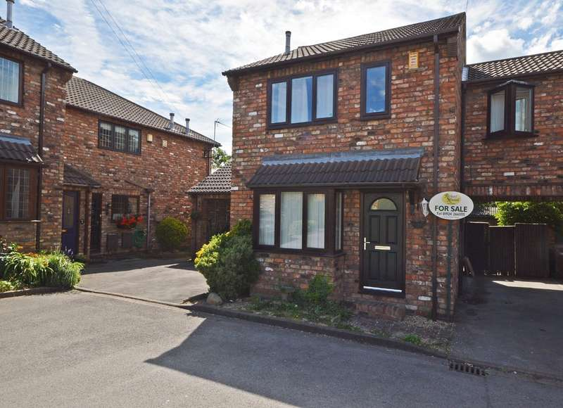 3 Bedrooms Semi Detached House for sale in Rydale Mews, Ossett