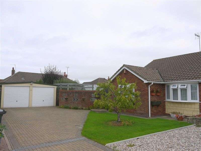 3 Bedrooms Semi Detached Bungalow for sale in Hadrians Close, Swindon