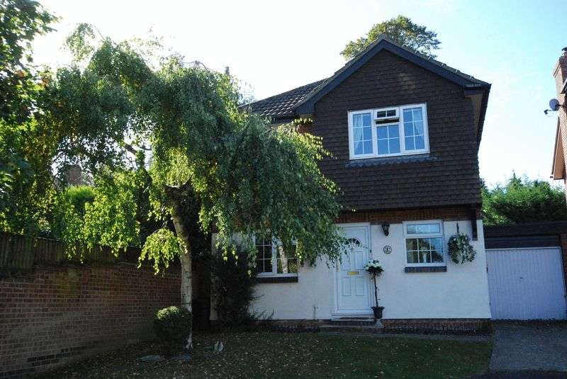 4 Bedrooms Detached House for sale in Amberley Close, Orpington