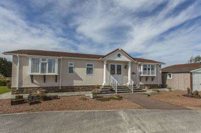 2 Bedrooms Bungalow for sale in Four Seasons Village, Winkleigh, Devon