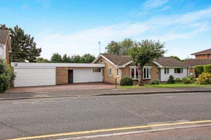 3 Bedrooms Bungalow for sale in The Yews, Oadby, Leicester, Leicestershire