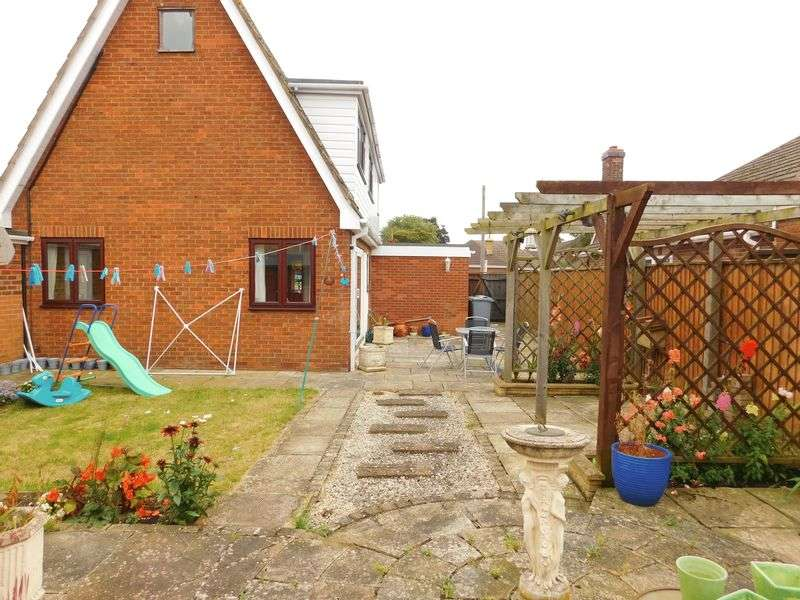 3 Bedrooms Detached House for sale in Park Road, Deeping St James