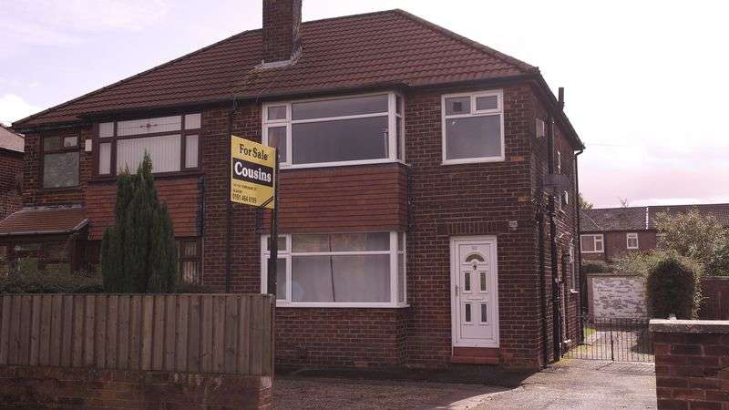 3 Bedrooms Semi Detached House for sale in Merton Avenue, Oldham