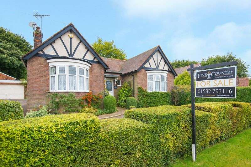 4 Bedrooms Detached Bungalow for sale in Tring Road, Dunstable