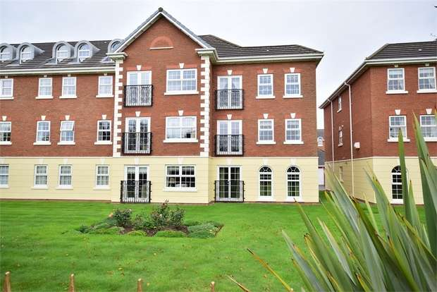 2 Bedrooms Flat for sale in 5 Sunningdale Court, LYTHAM ST ANNES, Lancashire