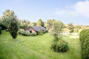 4 Bedrooms Bungalow for sale in Sandhurst Lane, Bexhill-On-Sea, East Sussex