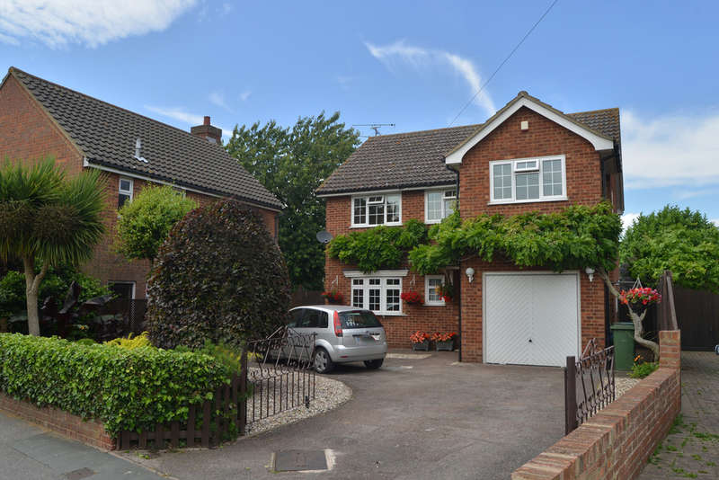 4 Bedrooms Detached House for sale in Arcadia Road, Burnham-on-Crouch