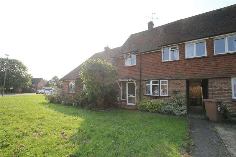 2 Bedrooms Terraced House for sale in The Cardinals, Farnham