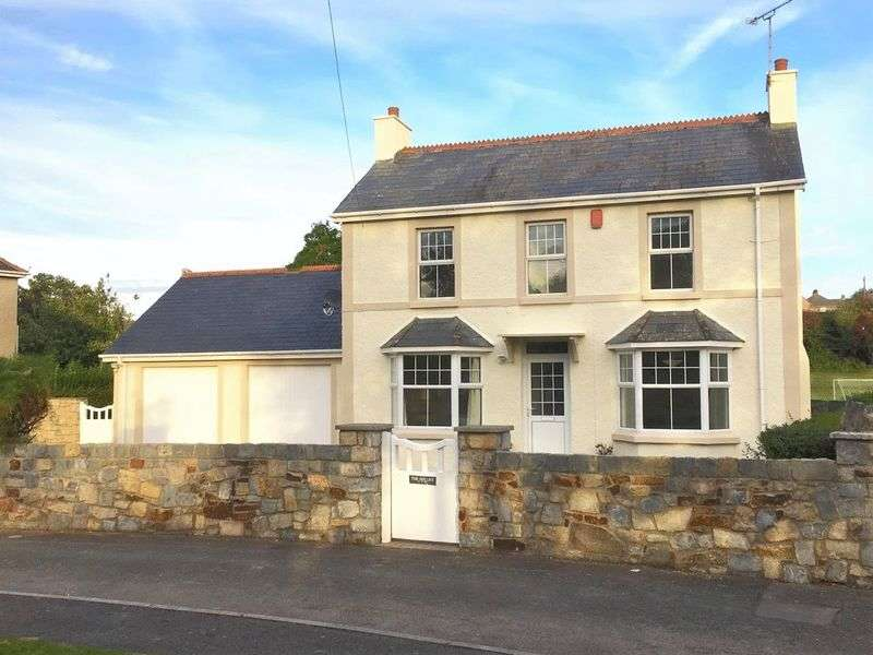 4 Bedrooms Detached House for sale in The Hollies St. Brides Major Vale of Glamorgan CF32 0SD