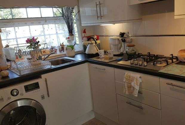 2 Bedrooms Property for sale in Warfield - 2 Bedroom Park Home, Private Garden, 2 Parking Spaces & Garage