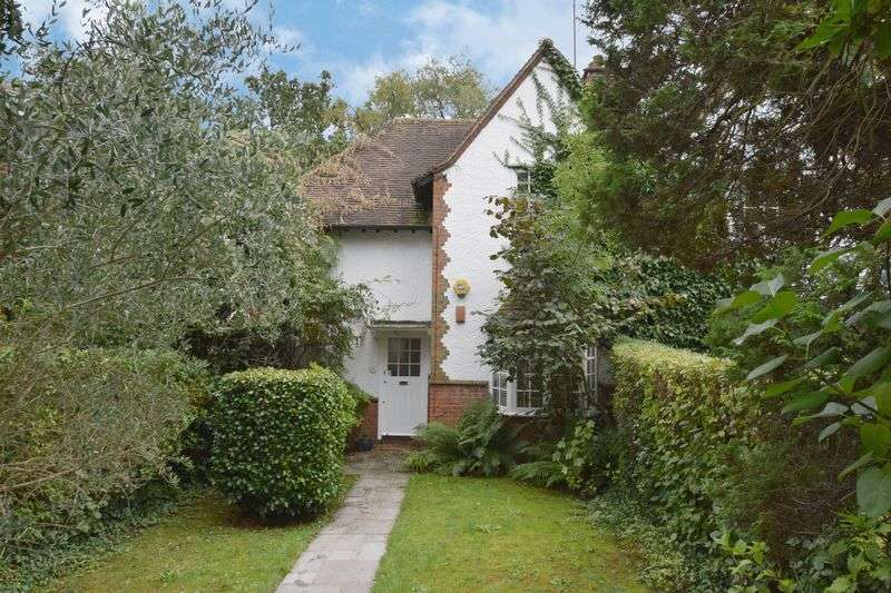 2 Bedrooms Cottage House for sale in Denman Drive South, London NW11