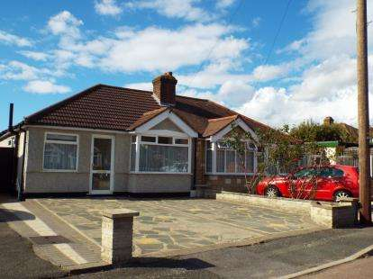 2 Bedrooms Bungalow for sale in Romford, Essex, London