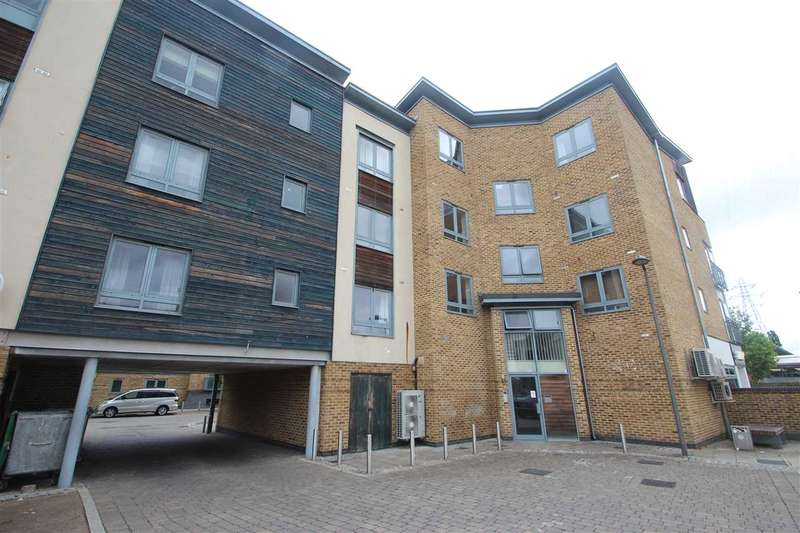 2 Bedrooms Apartment Flat for sale in Quayside Drive, Colchester