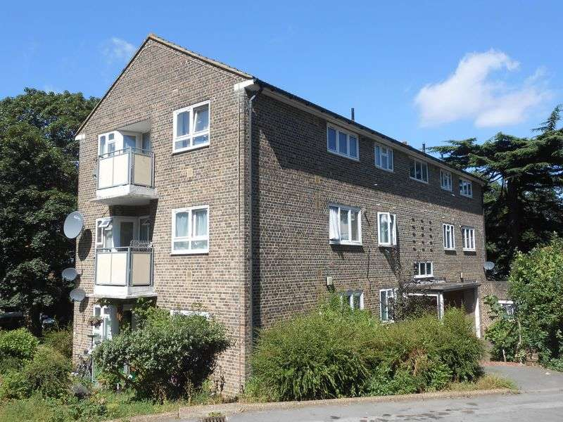 3 Bedrooms Flat for sale in Campbell Close, Shooters Hill