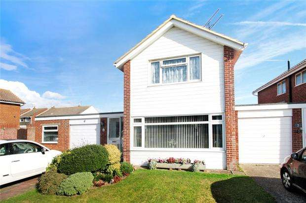3 Bedrooms Detached House for sale in Chanctonbury Road, Rustington, West Sussex, BN16