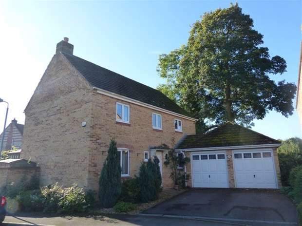 4 Bedrooms Detached House for sale in Haygrove Close, Warminster