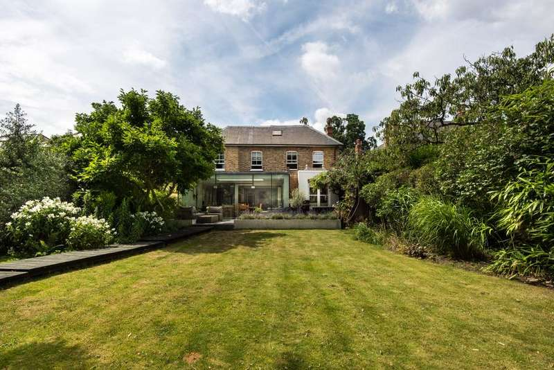 5 Bedrooms Detached House for sale in Sandy Lane, Teddington, TW11