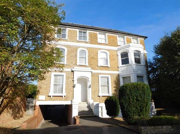 Flat for sale in Berrylands, Surbiton