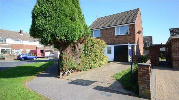 2 Bedrooms Maisonette Flat for sale in Farm Road, Aldershot, Hampshire