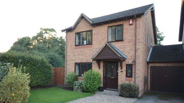 4 Bedrooms Link Detached House for sale in Heather Close, Finchampstead, Wokingham