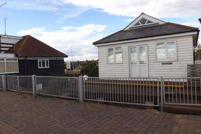 House for sale in Burnham On CROUCH, Chelmsford, Essex