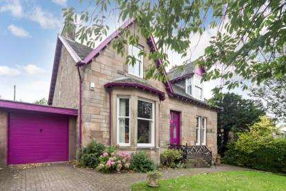 5 Bedrooms Detached House for sale in Old Castle Road, Cathcart