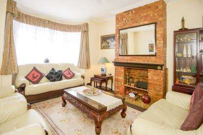 3 Bedrooms Semi Detached House for sale in Torrington Drive, Harrow, Middlesex