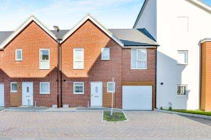 3 Bedrooms Terraced House for sale in Sovereigns Way, Bletchley, Milton Keynes, Buckinghamshire