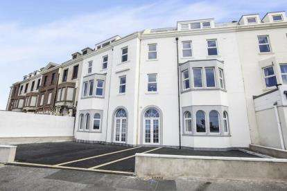 2 Bedrooms Flat for sale in The Apartments At Harrow House, Blackpool, Lancashire, FY4