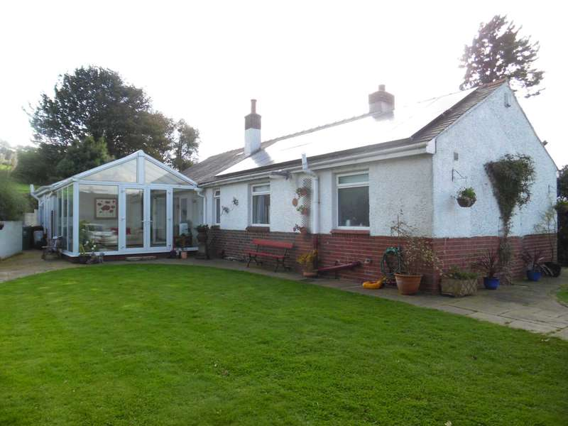 4 Bedrooms Detached Bungalow for sale in Ward Lane, Diggle