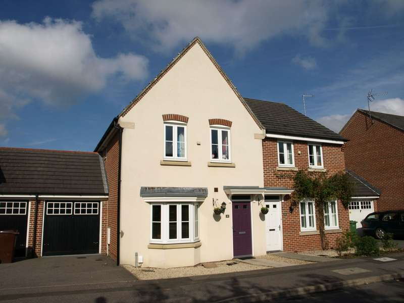 3 Bedrooms Semi Detached House for sale in Goddards Close, Farnborough, GU14