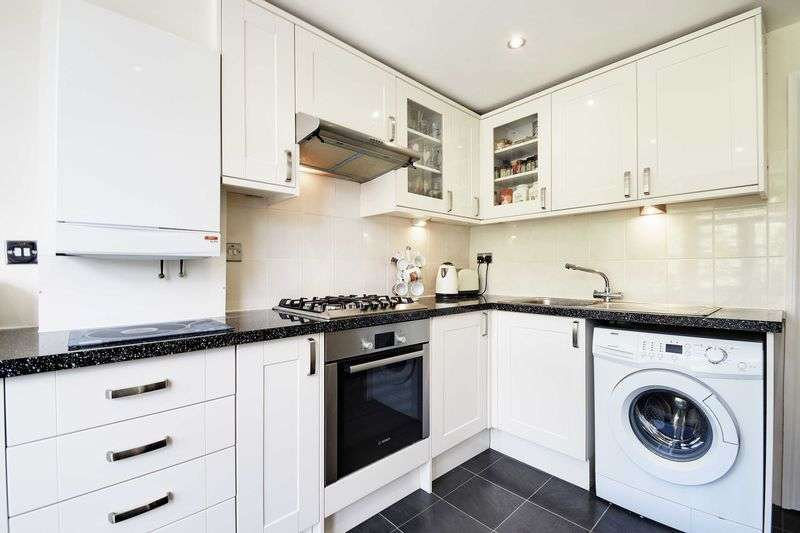 3 Bedrooms Property for sale in Whittington Road, Bowes Park, N22