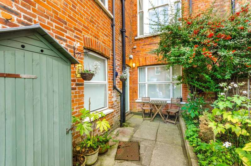1 Bedroom Flat for sale in Wembury Mews, Highgate, N6