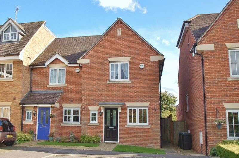 2 Bedrooms Semi Detached House for sale in Holmer Green