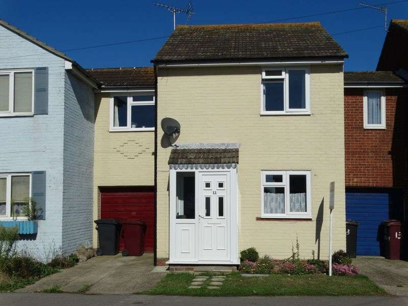3 Bedrooms Terraced House for sale in Beach Road, Selsey
