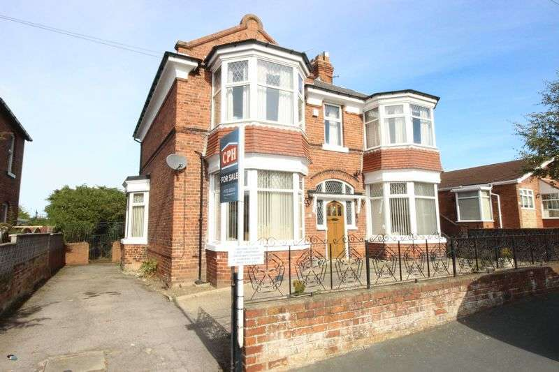 3 Bedrooms Flat for sale in Raincliffe Avenue, Scarborough