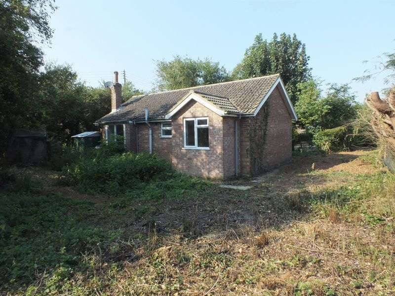 2 Bedrooms Detached Bungalow for sale in Wood Enderby